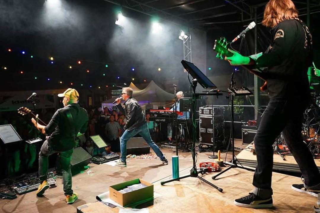Die Band Paradise bei ihrem Auftritt  | Foto: Julius Wilhelm Steckmeister