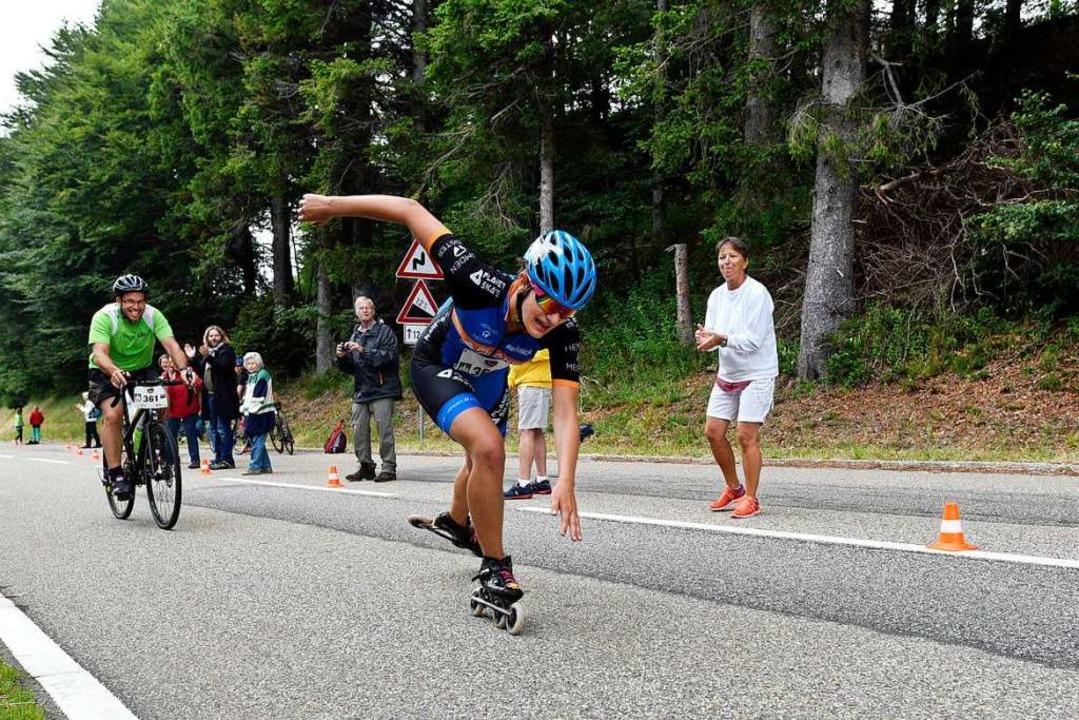 Auch mit Inlineskates sind Sportler am Sonntag den Schauinsland hinauf gefahren.  | Foto: Thomas Kunz