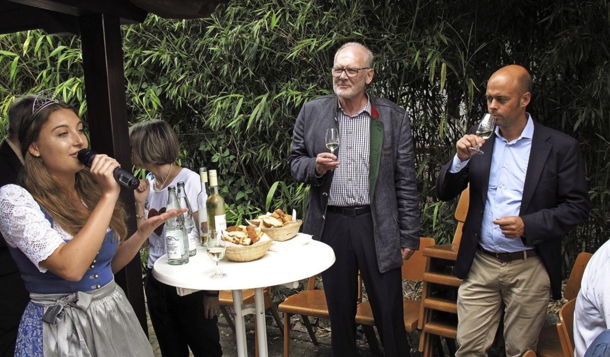 Markgräfler Weinprinzessin Anika Stork...er Carsten Vogelpohl bei der Eröffnung  | Foto: Jutta Schütz