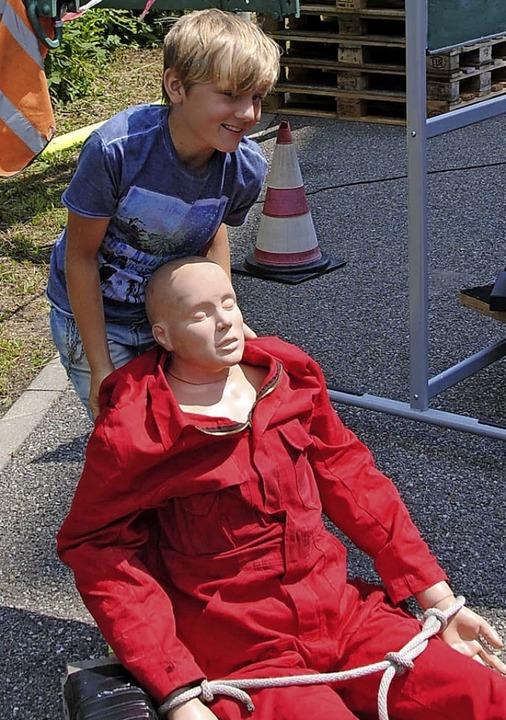 Früh übt sich, wer später ein  richtiger Feuerwehrmann werden will.    Foto: Norbert Sedlak