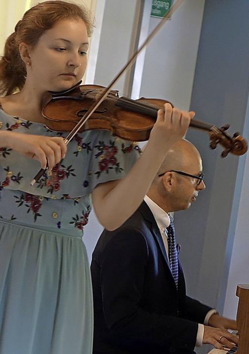 Ausnahmetalent an der Geige: Die 16-jä...r Wasserschloss mit ihrem schönen Ton.  | Foto: Roswitha Frey