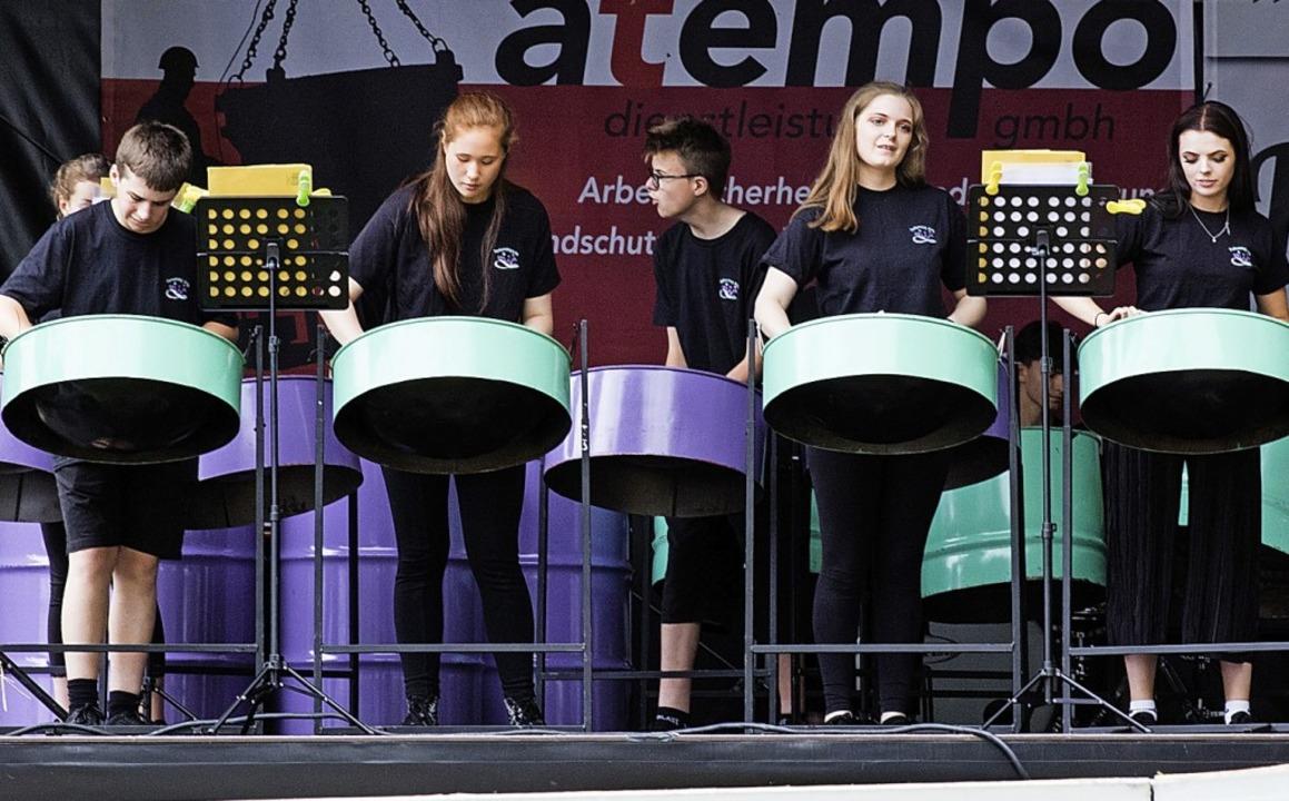 Das Steeldrum-Ensemble verbreitete gute Laune.  | Foto: Gabriele Zahn