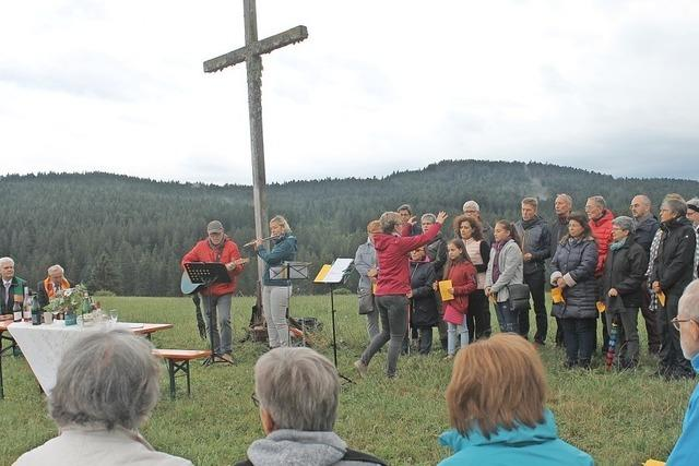 Ökumenische Feier beim Kreuz