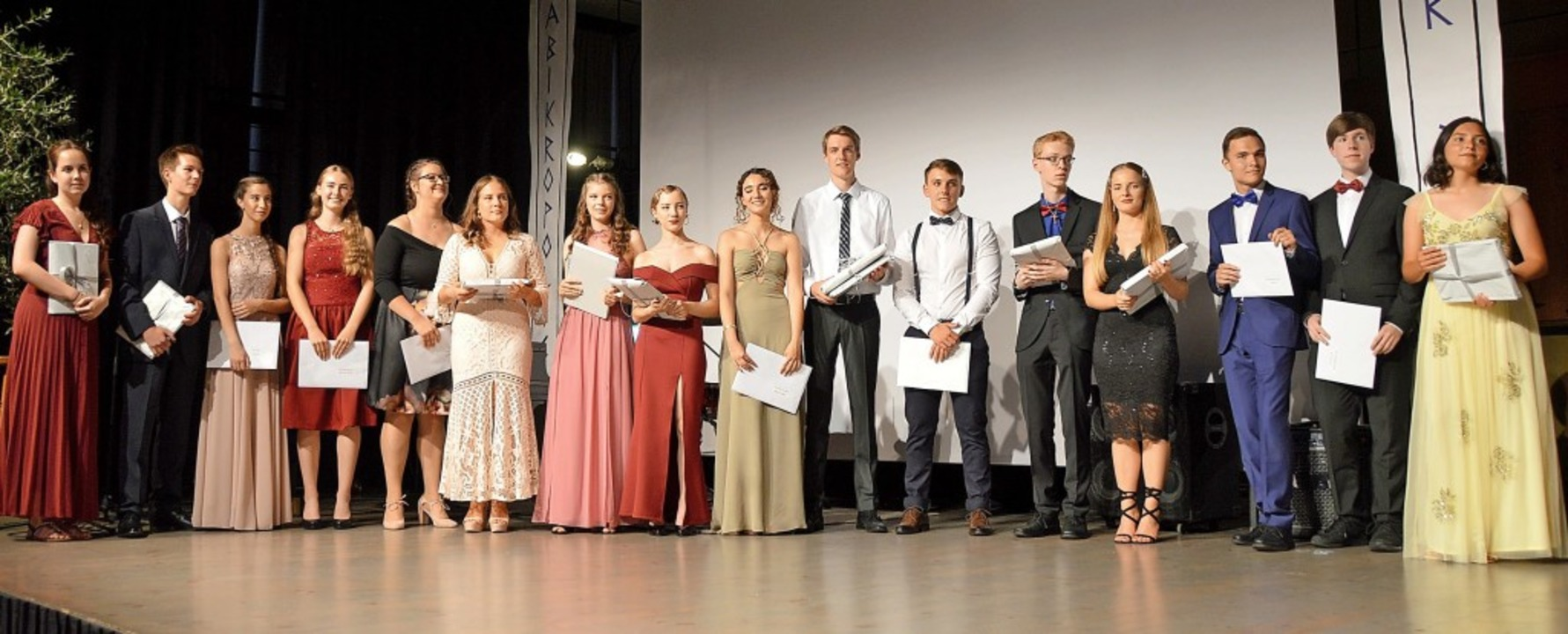 Die mit Preisen geehrten Abiturienten   | Foto: Horatio Gollin