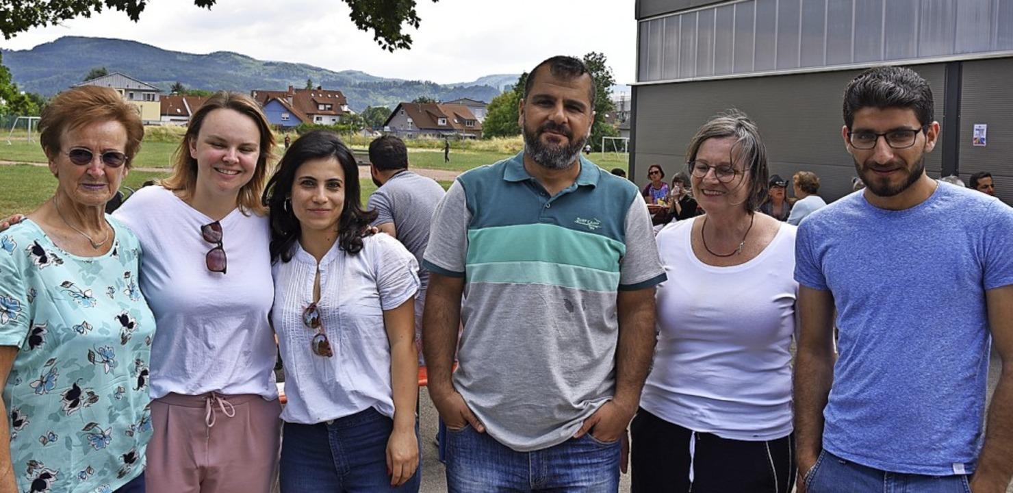 Der Vorstand des Helferkreises mit den...inger-Sehling und Baschar Zeidan (neu)  | Foto: Martin Eckert