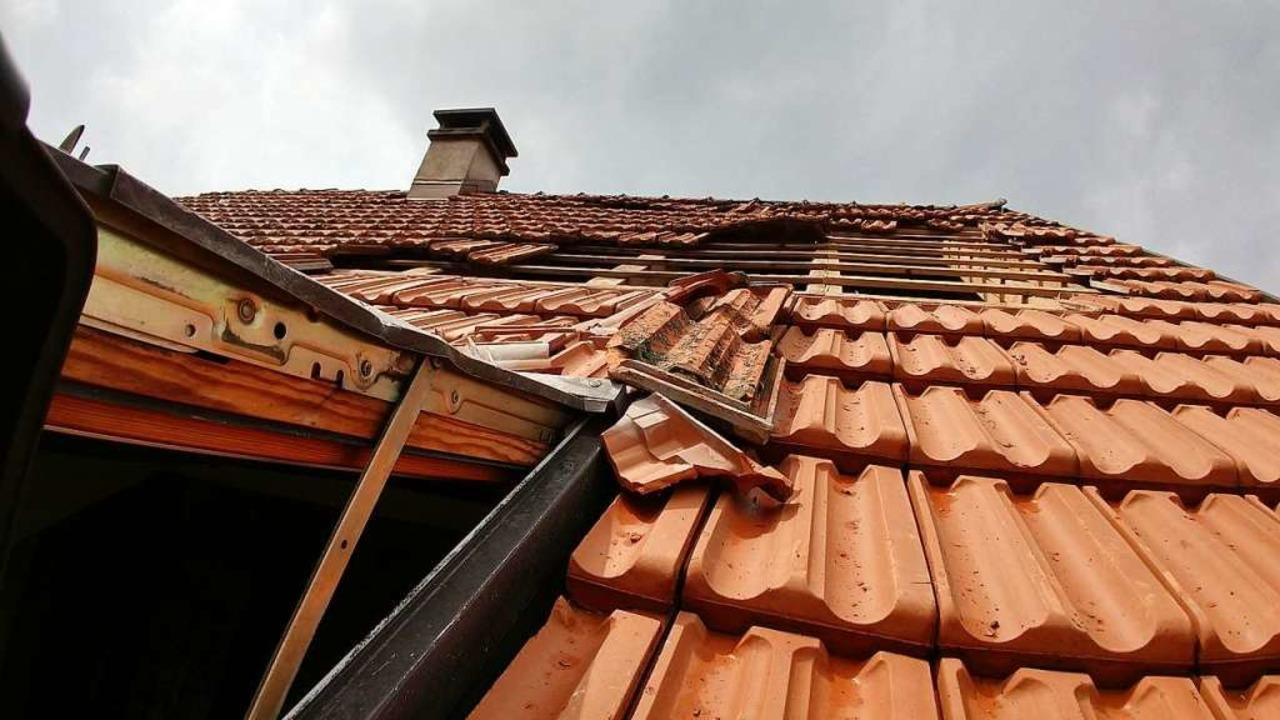Eine Windhose riss ein geschlossenes Dachfenster auf ...  | Foto: Gertrud Rittner