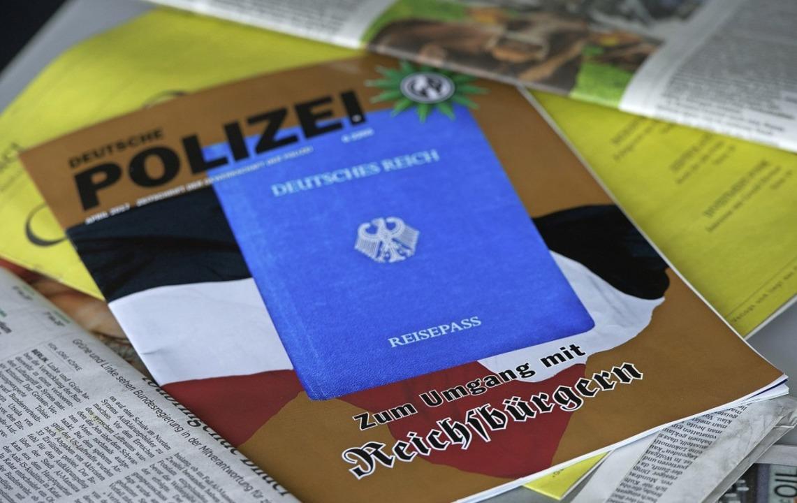 Auch in Baden-Württemberg sind die Behörden über die Reichsbürgerszene besorgt.  | Foto: Jochen Lübke (dpa)