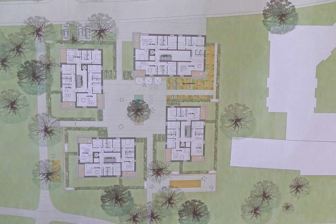 Vier Gebäude gruppieren sich um einen Innenhof.  | Foto: Ingrid Böhm-Jacob