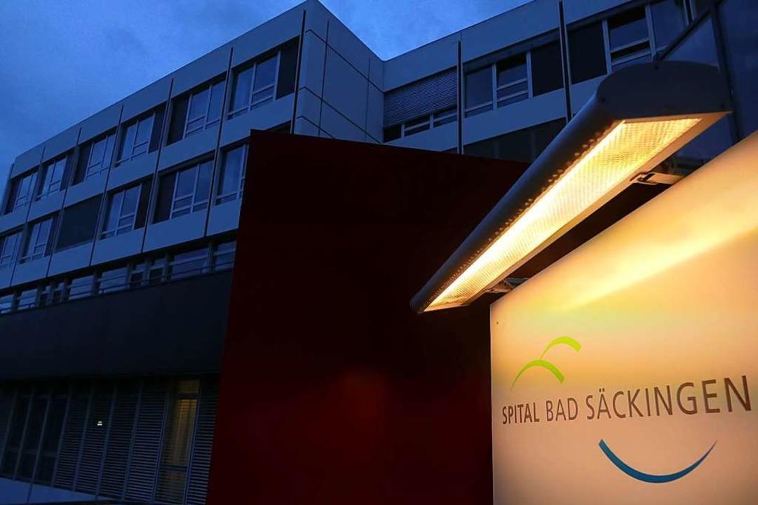 Ein Bild mit Symbolcharakter: Das Kran...Ende 2017 musste das Spital schließen.  | Foto: Manuel Fritsch