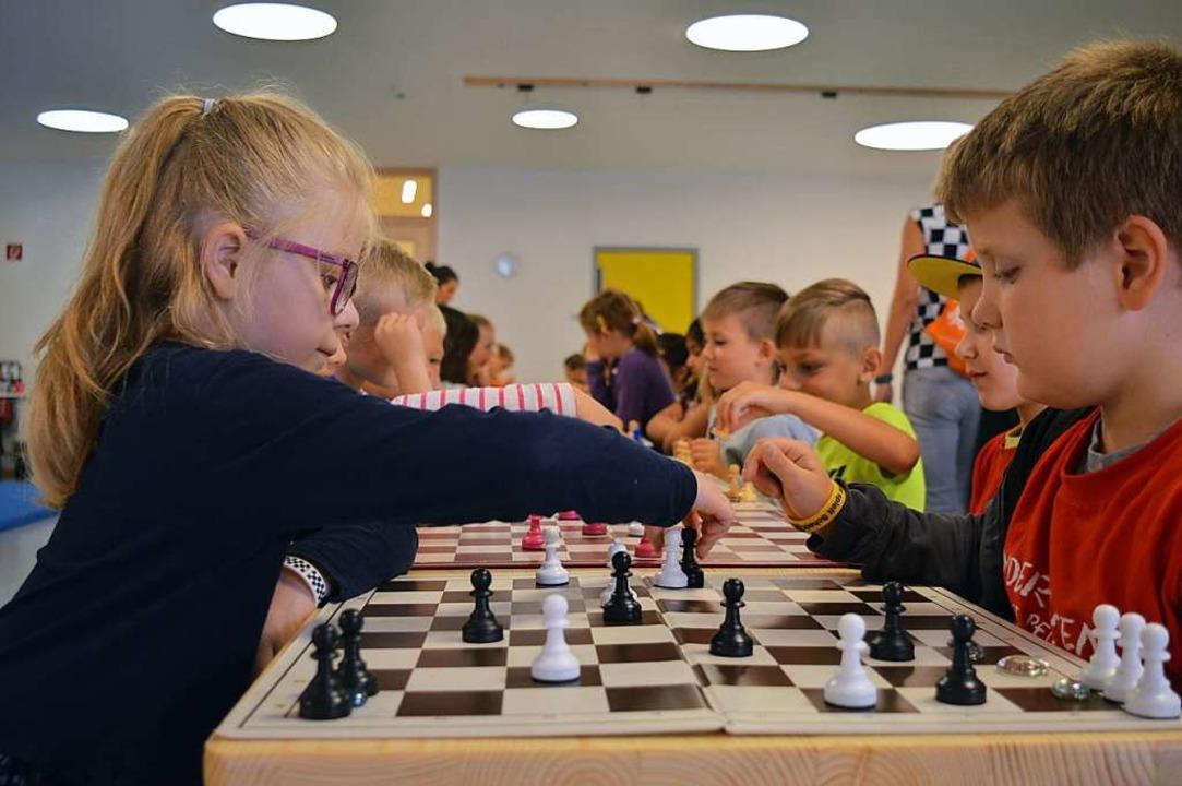 Die Kinder sind mit Konzentration bei der Sache.    Foto: Lena Marie Jörger