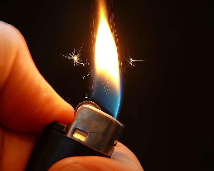 Die Feuerwehr konnte den stark rauchenden Brand rasch löschen.  | Foto: katzensteiner / fotolia.com