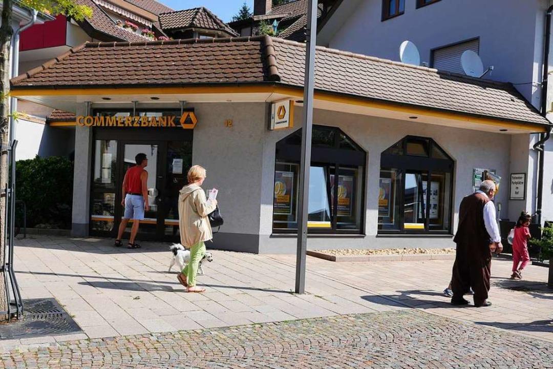 Schauplatz eines Verbrechens am Morgen...Sprengung eines Geldautomaten kundtut.  | Foto: Hans-Peter Müller