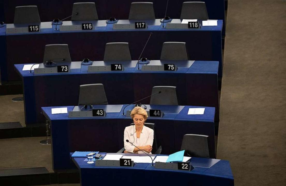 Ursula von der Leyen im Parlament  | Foto: Marijan Murat (dpa)