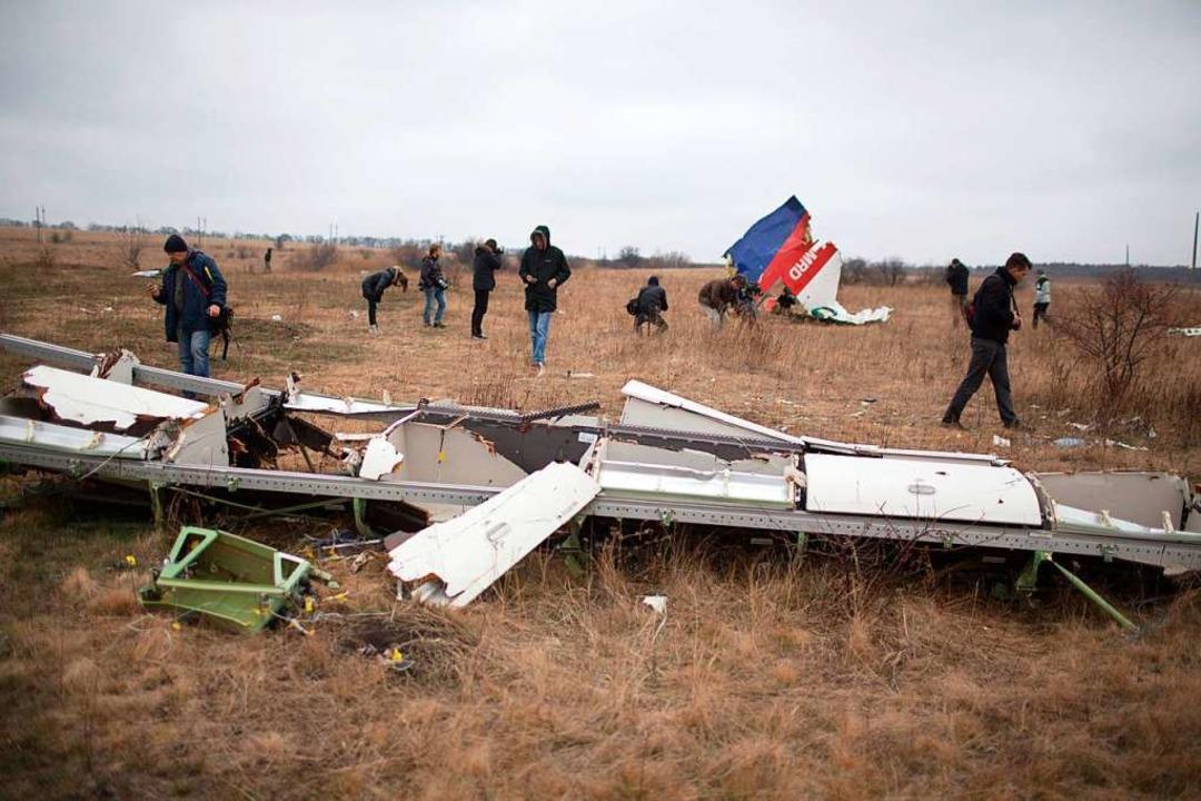 Das Wrack des über der Ukraine mit ein...Flugzeuges. Fast 300 Menschen starben.  | Foto: MENAHEM KAHANA (AFP)