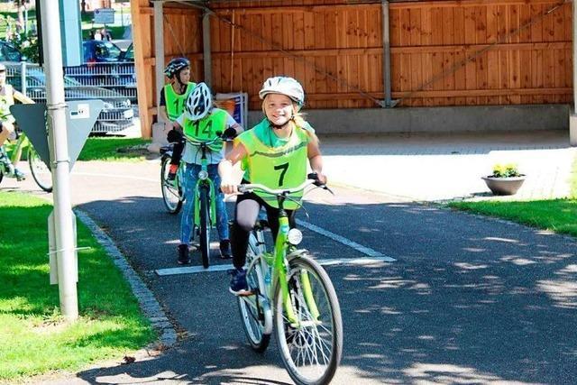 Endlich dürfen wir mit dem Fahrrad zur Schule fahren