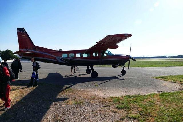 Fallschirmspringer in Bremgarten wollen längere Flugzeiten