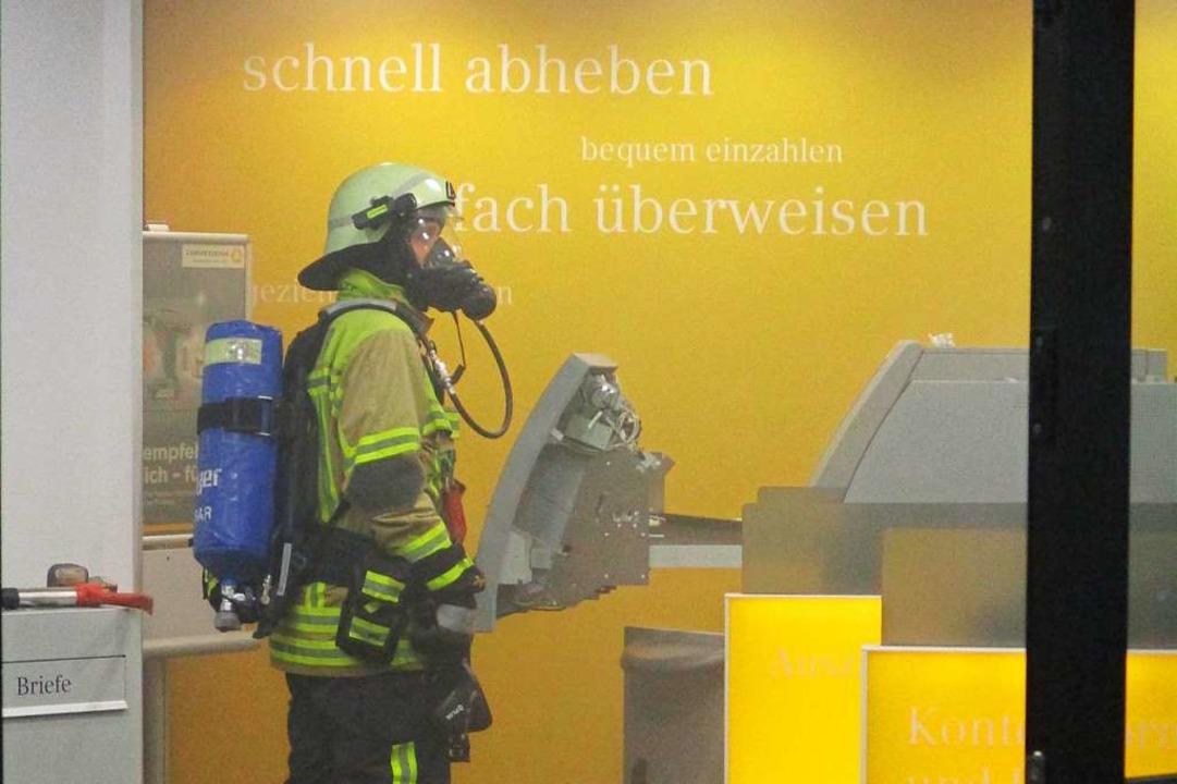 Feuerwehr bei den Löscharbeiten  | Foto: Feuerwehr