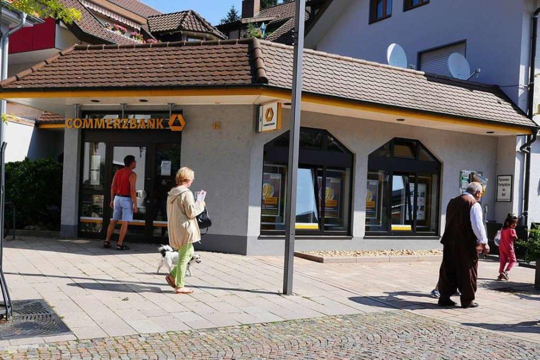 Die Bankfiliale am Tag nach der Tat  | Foto: Hans-Peter Müller
