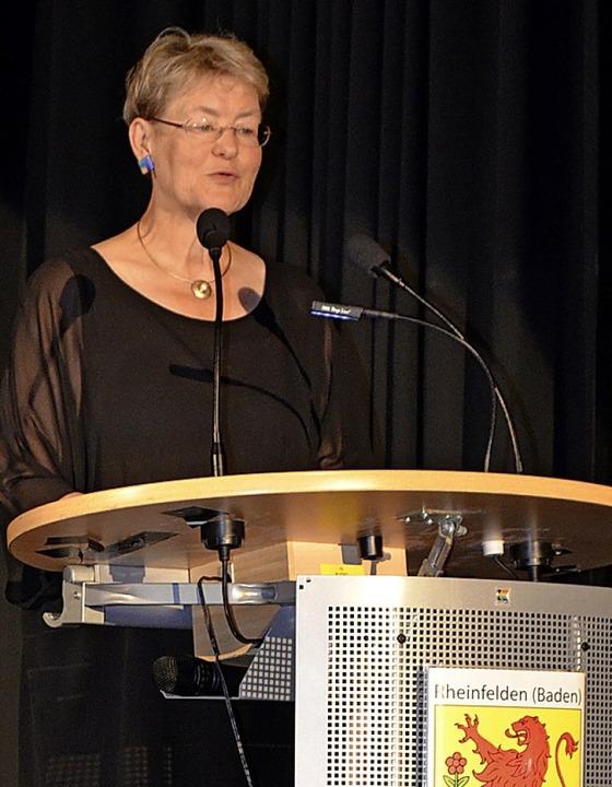 Rektorin Birgit Barth verabschiedete den Jahrgang.  | Foto: Jasmin Radel