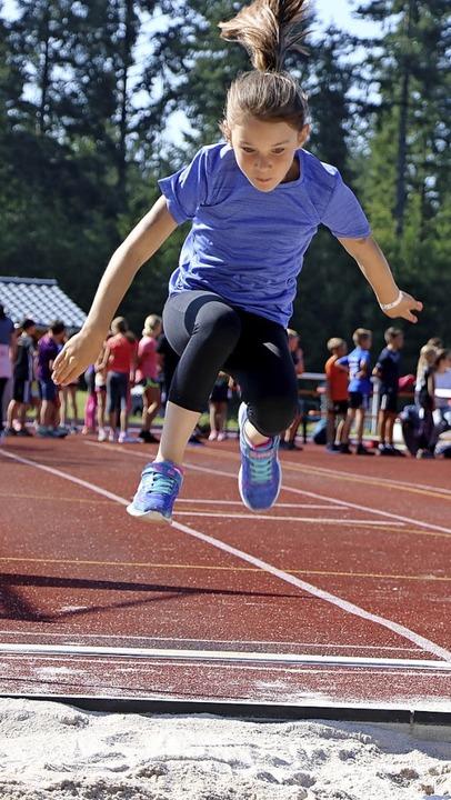 Springen, Laufen, Werfen - in diesen d...h der diesjährigen Bundesjugendspiele.  | Foto: Martha Weishaar