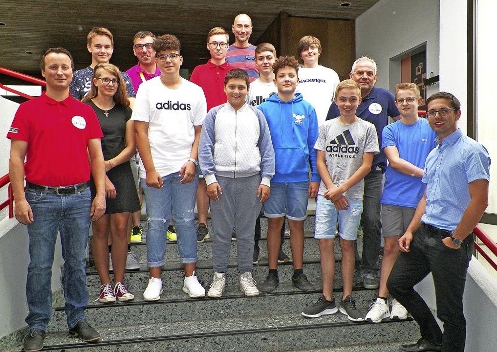 Die Realschule Stühlingen und die Firm...ulleiter Felix Lehr (vorne, rechts).    | Foto: Angela Böhrer