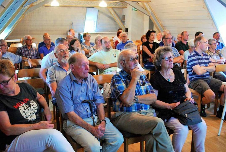 Mehr als 50 Bürgerinnen und Bürger kam...e hat, muss man hier Vorsorge treffen.  | Foto: Thomas Loisl Mink