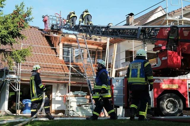 Dach eines Hauses in Malsburg gerät in Brand