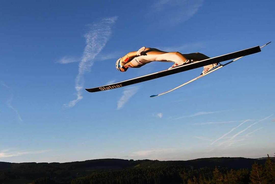 Nächtlicher Anflug auf Hinterzarten: E... Sommer-Grand-Prix im Schwarzwald 2017  | Foto: Patrick Seeger