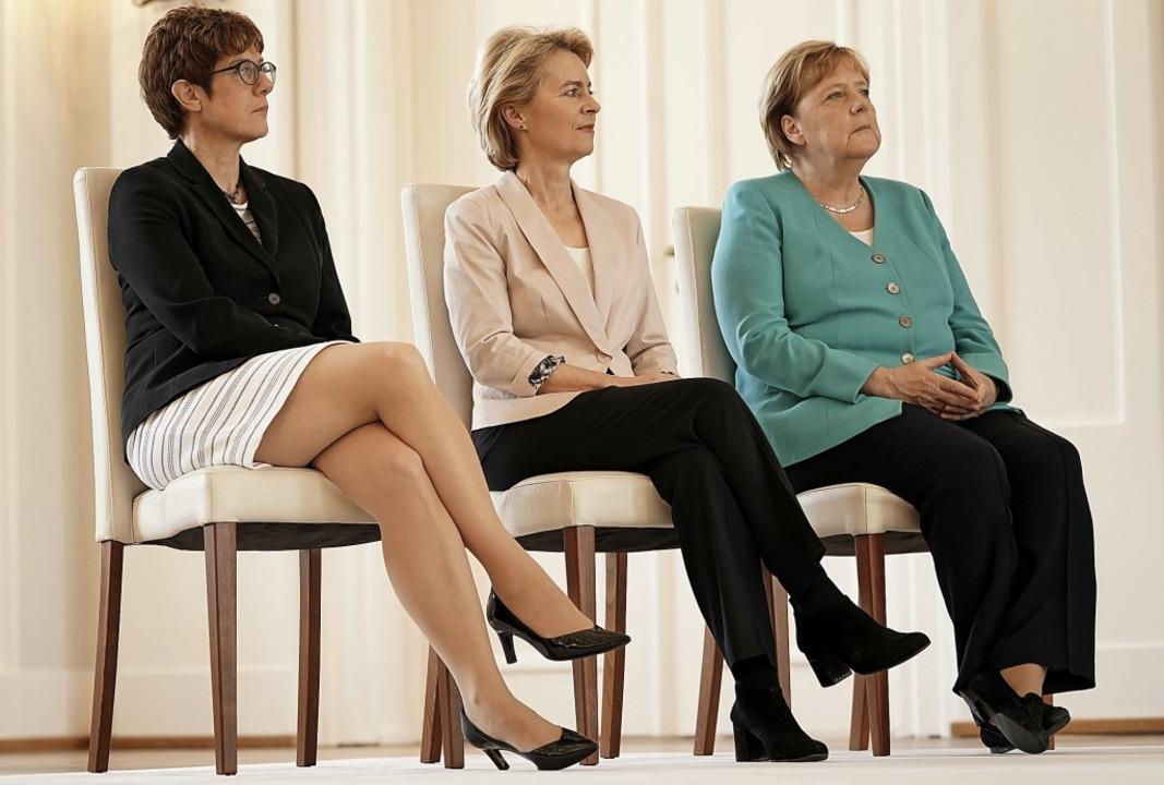Führende  CDU-Frauen im Schloss Bellev... der Leyen und Kanzlerin Angela Merkel  | Foto: Michael Kappeler (dpa)