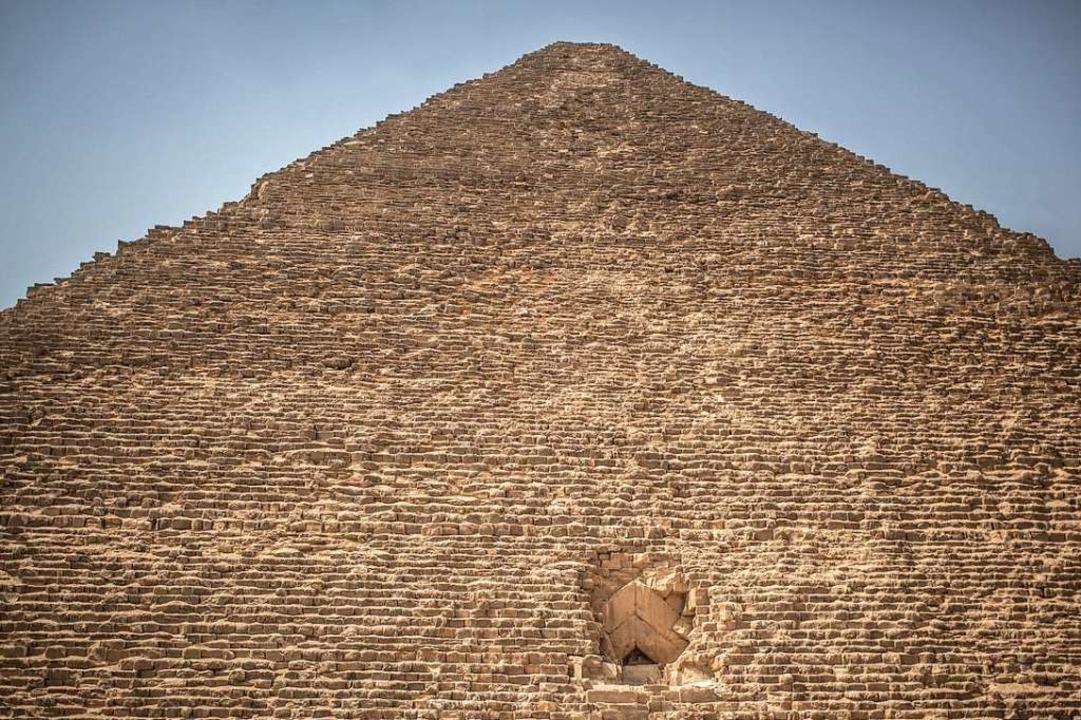 Ägypten hat zuletzt zwei antike Pyrami...nste Pyramide der Pyramiden von Gizeh.  | Foto: Oliver Weiken (dpa)