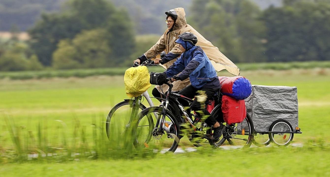 Schlechtes Wetter? Egal. Radeln macht immer Spaß.  | Foto: Thomas Warnack (dpa)