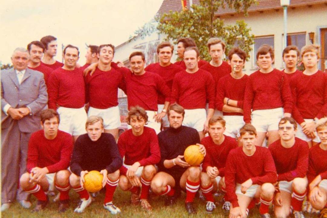 Die erste Mannschaft von 1971. Max Gan... von rechts) waren schon damals dabei.  | Foto: SV Ballrechten-Dottingen