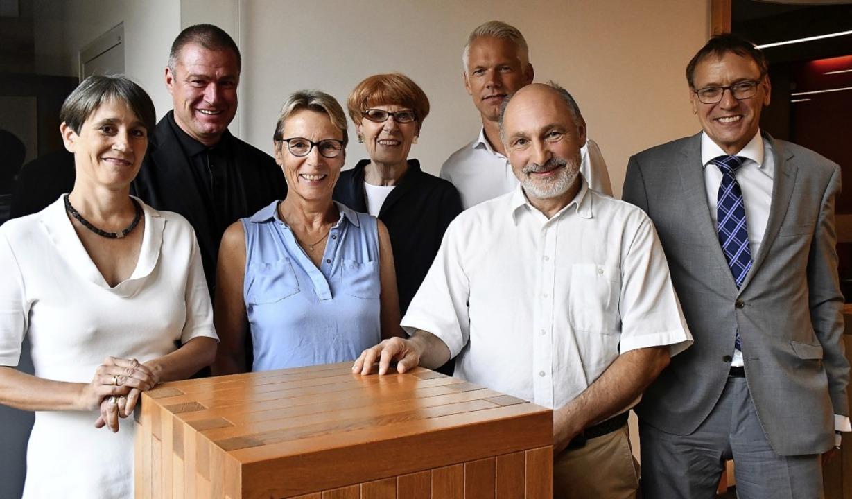 Die Bürgerstiftung mit Ute Lusche, Fra...r traf sich zur Stiftungsversammlung.   | Foto: Barbara Ruda