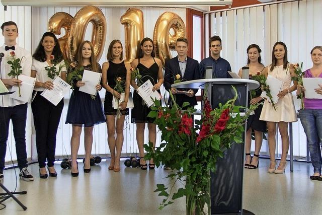 66 erfolgreiche Absolventen an Rudolf-Eberle-Schule