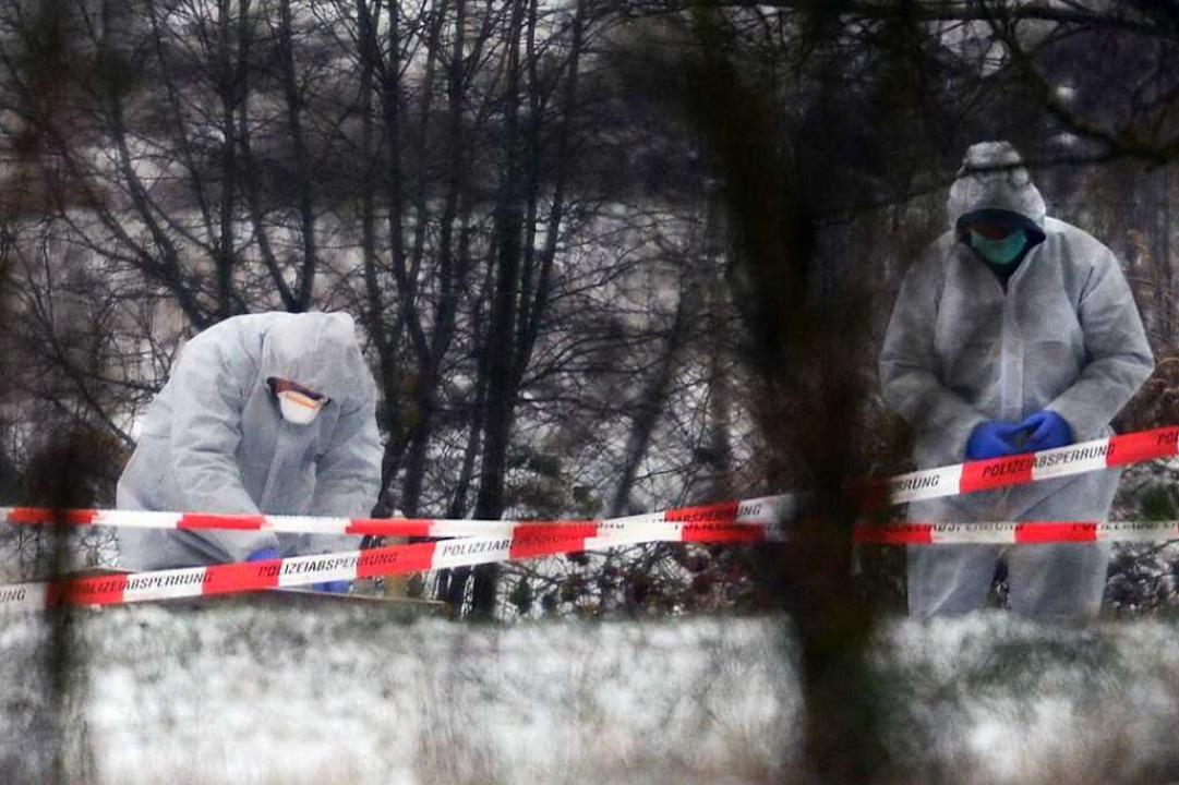 An einer abgelegenen Stelle fand die P...ie Leiche eines 21 Jahre alten Mannes.  | Foto: Patrick Seeger