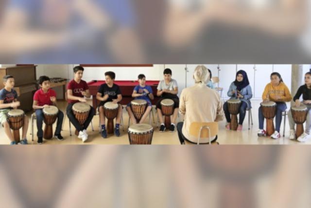 Über Rhythmus und Lieder zur Sprache finden