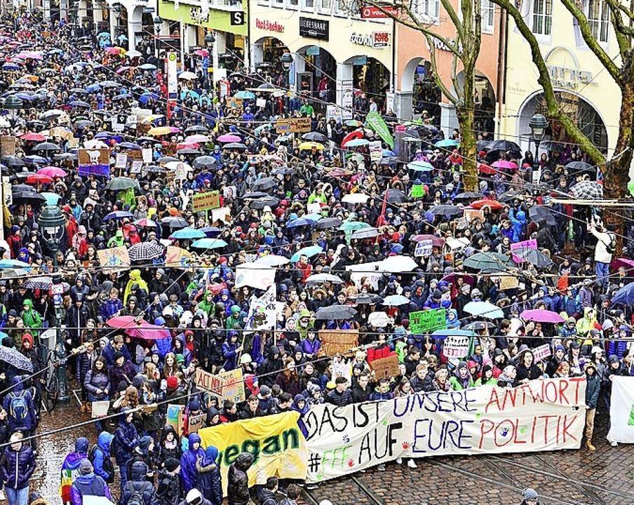 Etliche Schüler aus der Region beteiligten sich an einer Demo im Mai.  | Foto: Ingo Schneider