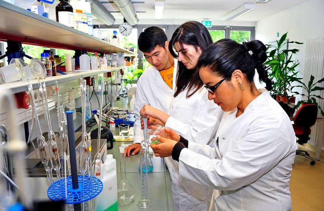 Studierende der Universität Freiburg f... Uni ihre Forschungsleistung steigern.  | Foto:               Thomas Kunz