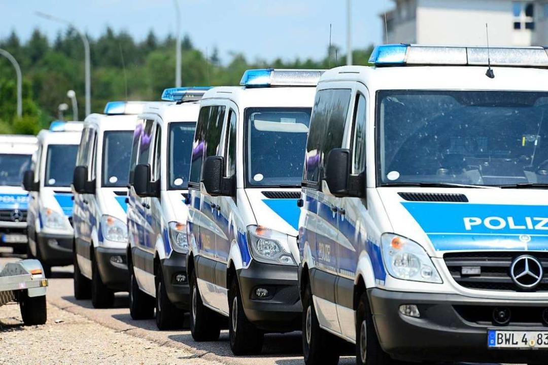 Die Polizei rückte unter großem Personaleinsatz aus.  | Foto: Ingo Schneider