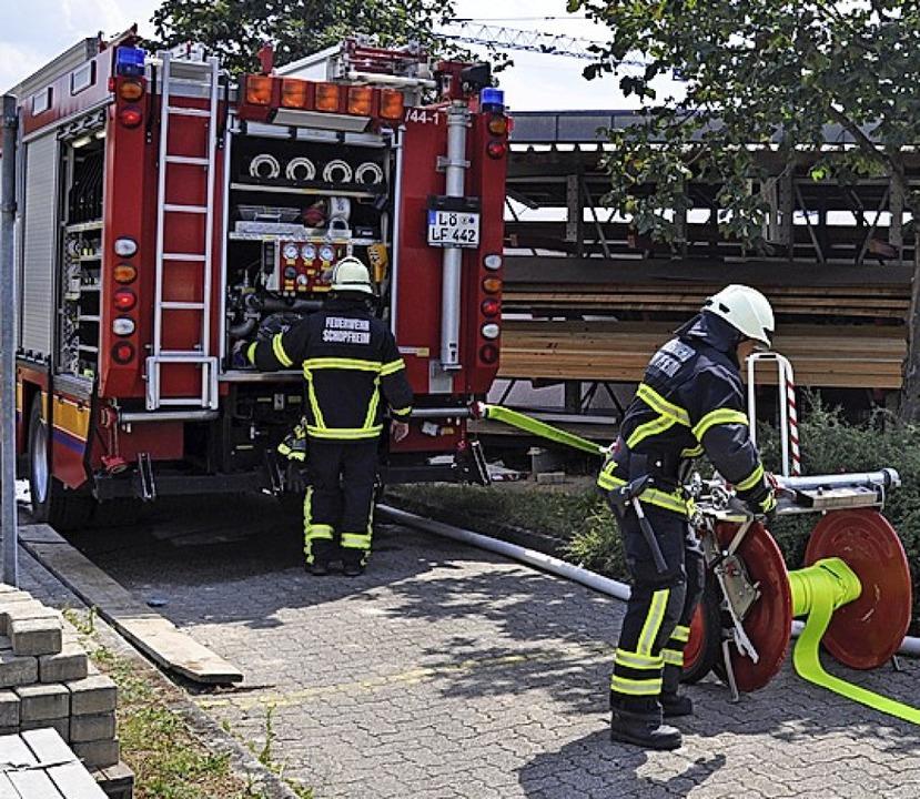 Feuerwehren aus Schopfheim und Wiechs waren im Einsatz.    Foto: Nicolai Kapitz