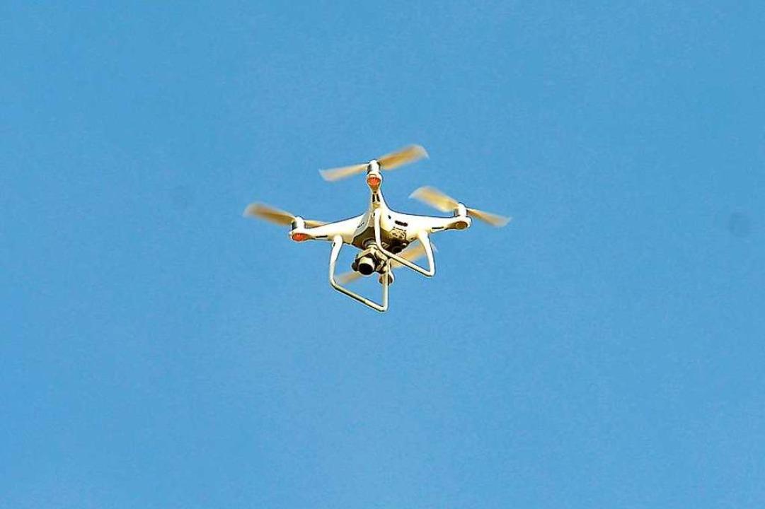 Die Polizei setzte auch eine Drohne ein.  | Foto: Ingo Schneider