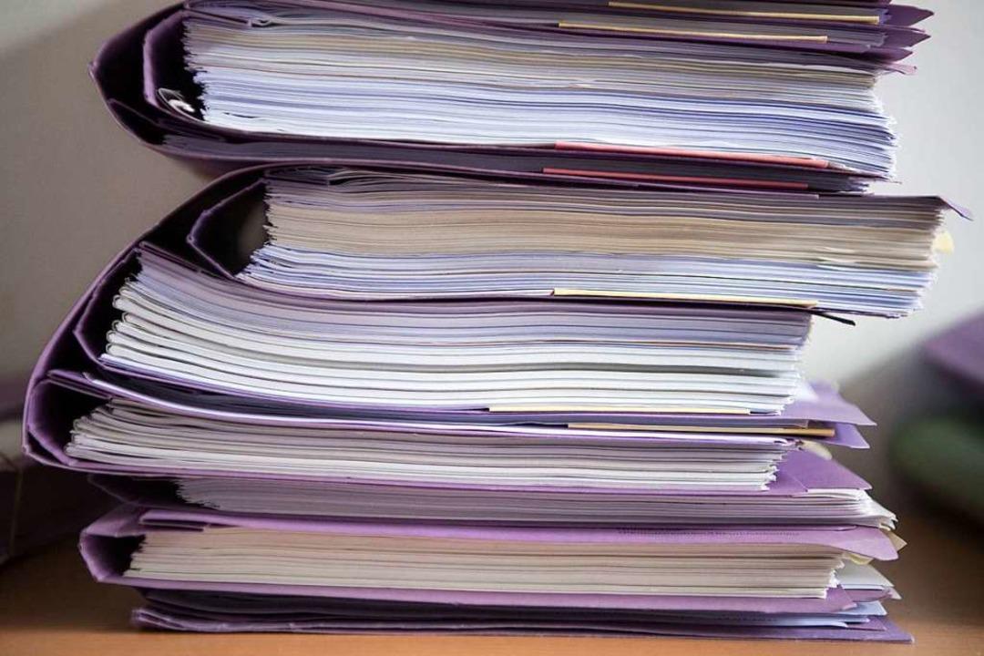 Da ein Dokument über einen Beschluss d...ch einmal gefasst werden (Symbolbild).  | Foto: Marijan Murat