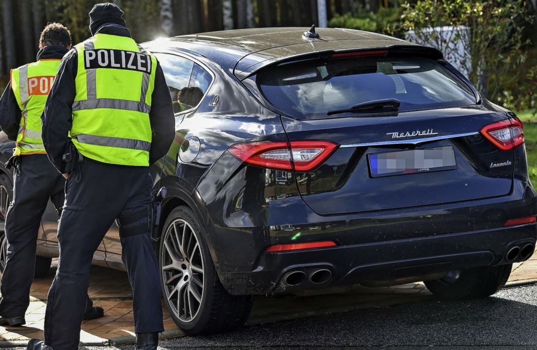 Die Polizei fahnden  mit Kontrollen na...iöse    und hochpreisige Automodelle.   | Foto: Patrick Pleul