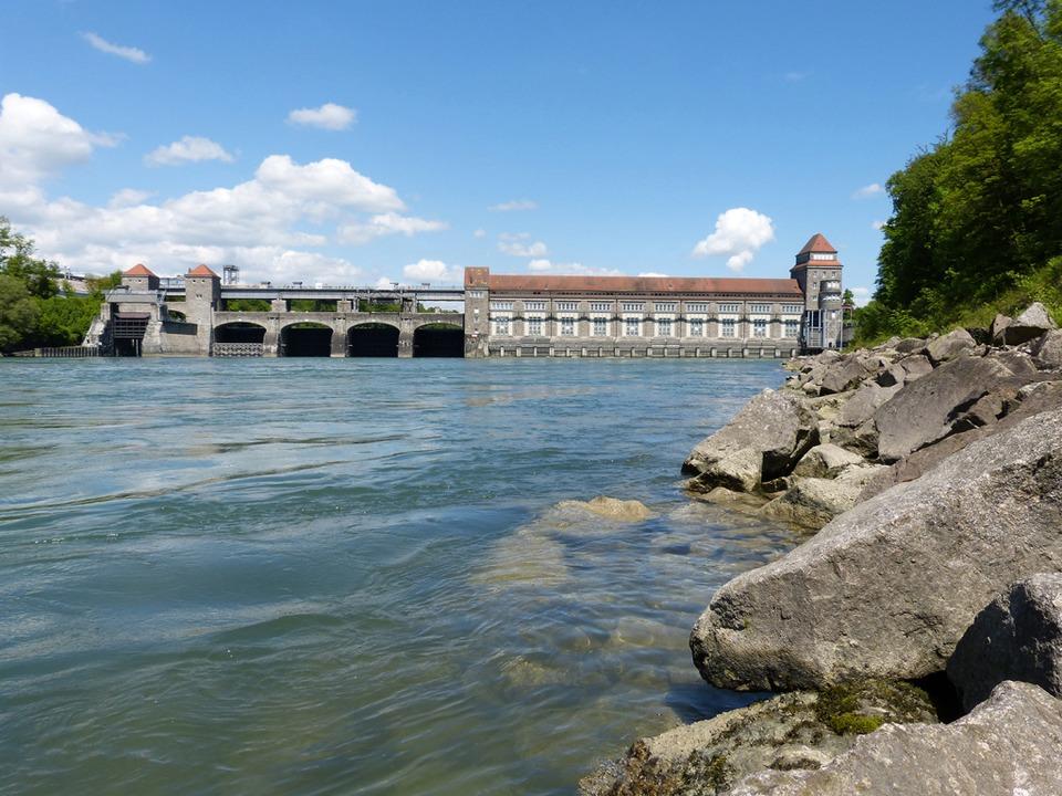 Der Vermisste wurde beim Wasserkraftwerk in Laufenburg gefunden. (Archivbild)  | Foto: honorarfrei