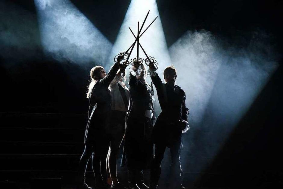 """Eindrücke von der Musical-Premiere """"3 Musketiere"""" des Lise-Meitner-Gymnasium (Foto: Martin Eckert)"""