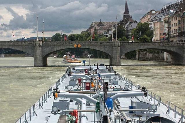 Defekte Steuerung soll Grund für Havarie eines Frachters auf dem Rhein gewesen sein