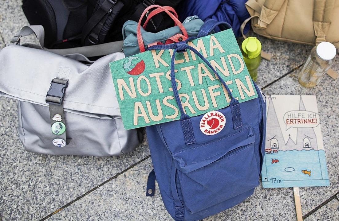 """Ein Schild mit der Aufschrift """"K...len sich intensiv diesem Thema widmen.    Foto: Rolf Vennenbernd (dpa)"""