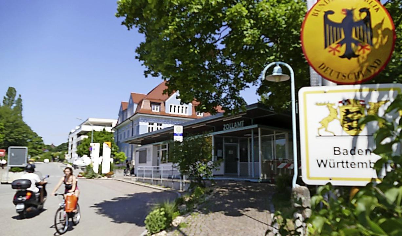 Die Rheinbrückstraße ist tagsüber ganz...s aber sollen dort Reifen quietschen.     Foto: Ingrid Böhm-Jacob
