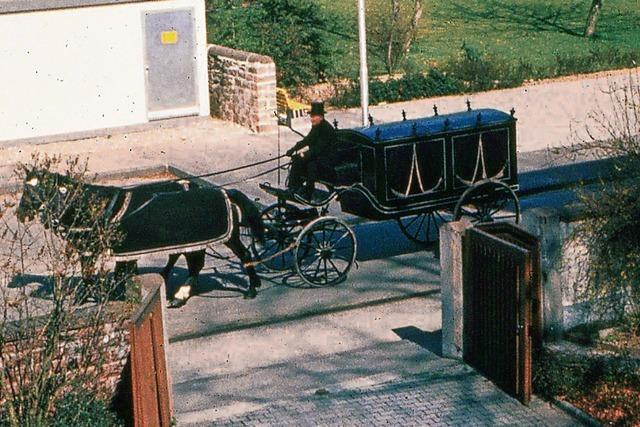 Dieser historische Leichenwagen erinnert an alte Traditionen