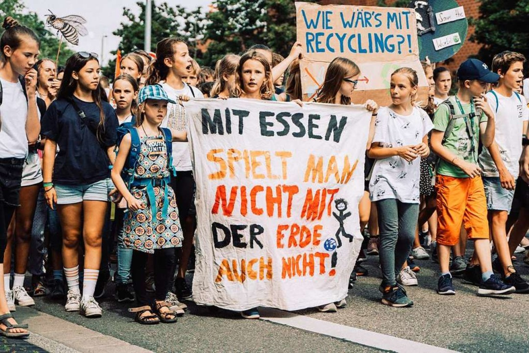 7500 Schüler, Studenten und auch Erwac...reitag wieder auf die Straße gegangen.    Foto: Stefan Hipp